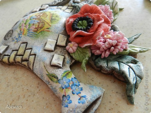 Здравствуйте Дорогие Мастерицы!!! У замечательной мастерицы Юлиа увидела цветущий башмак, восторгу не было предела, ну так он мне понравился, не удержалась и себе слепила. Вот ссылка на её работу http://stranamasterov.ru/node/335848, а ещё там цветущий зонтик, колодец...всё цветёт, прелесть! Спасибо, Юлечка за вдохновение!!! Эти маленькие панно сделала для балкона. фото 6