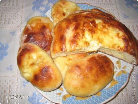 Спасибо за рецепт теста http://stranamasterov.ru/node/199516 Svetik G Решила испечь по этому рецепту пирожки и ватрушку. Смазывала взбитым яичком вышло очень вкусно и красиво.