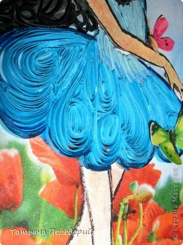 Здравствуйте, жители СМ! Начинаю осваивать новые техники. В этой работе я впервые применила декупаж (низ картины и бабочки) и продолжила практиковать контурный квиллинг. Фон (небо с облаками) создан по МК  Виты http://stranamasterov.ru/node/394356?c=favorite Спасибо большое! Хочу как бабочка летать, Чтоб видеть мир, везде бывать. Всё новое в нём открывать, Я так хочу, хочу всё знать... Эту работу я посвящаю своей доченьке Наташеньке, человеку очень лёгкому на подъём, большой любительнице путешествий и танцев! фото 3