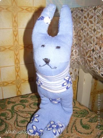 Вот и я добралась до игрушек из носочков )) Мой первый заяц.  фото 1