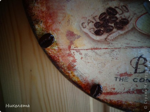 очень мне нравились часы на сковородке, которые делают наши мастера, вот получились такие кофейные часики и к ним деревце фото 14