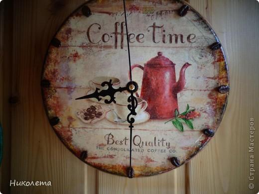 очень мне нравились часы на сковородке, которые делают наши мастера, вот получились такие кофейные часики и к ним деревце фото 9