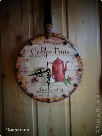 очень мне нравились часы на сковородке, которые делают наши мастера, вот получились такие кофейные часики и к ним деревце фото 12