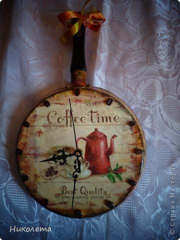 очень мне нравились часы на сковородке, которые делают наши мастера, вот получились такие кофейные часики и к ним деревце фото 11