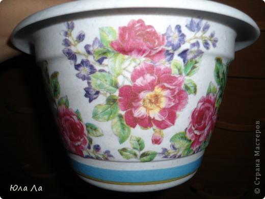 Цветочный горшочек с нанесённым декупажом и залакированный. фото 1