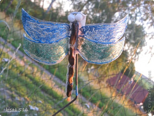 Бабочка. Крылья расписаны витражными контурами.    фото 2