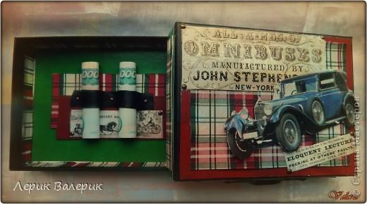 """Здравствуйте,уважаемые мастерицы!!!  Недавно меня попросили сделать к Дню Рождения молодого человека открытку-коробочку в технике скрапбукинг. Обязательным условием был стиль """"ретро"""" и машины в этом же стиле. До этого, я никогда не делала подобные работы. Я посетила все магазины для творчества, которые есть в моём городе,но увы,выбор бумаги для скрапбугинга или просто упаковочной бумаги в стиле """"ретро"""" у нас прямо скажем скудный, да и принтов с машинами мало. В качестве фона послужила салфетка в красно-зеленую с белым клетку и еще машинки в """"ретро"""" стиле, а также цветной картон, кусочек черной кожи и кнопочки для украшения. Постаралась смиксовать и сделать из этого что-то красивое. И вот результат))) фото 3"""