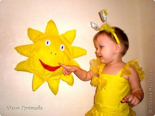 Вот обещанное мною продолжение моих пошивушек для доченьки! Желтый топ шился к выложенной ранее юбке, а солнышко (первая игрушка сшитая мною) украшает детскую до сих пор, дочка очень его любит! фото 1