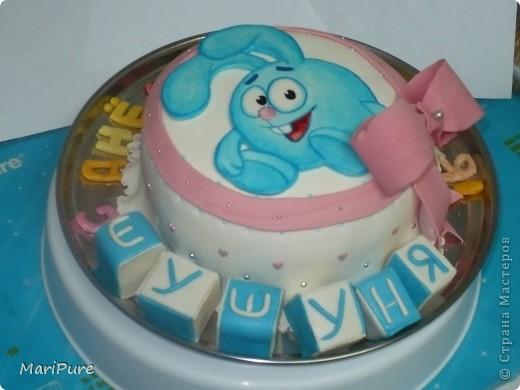 """Еще один тортик из серии """"Смешарики"""". Заказывали для девочки, которая любит одного героя Кроша.Малышку в семье называют Шушуня, потому на кубиках это слово. Общий вид фото 1"""