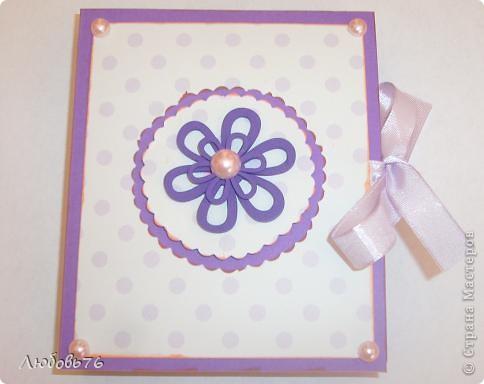 Неделю(не меньше) заглядывалась моя матрешка на коробочку Альбины http://stranamasterov.ru/node/395376, перебирала все свои запасы бумажечек, ленточек, бусинок,цветочков, после два дня стараний и вот результат фото 1