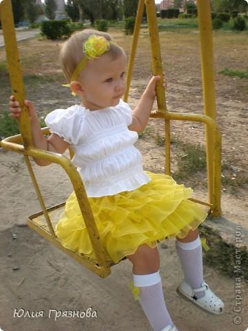 Вот такую юбку-американку попробовала я сшить дочери на 2 годика! Но шила не из фатина, а из капрона, получилось очень пышненько и красиво, один минус, капрон сильно сыпется, я замучилась обрабатывать края (тем более оверлога у меня нет) фото 8
