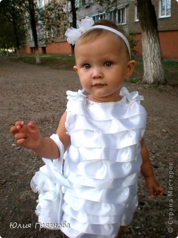 Вот такую юбку-американку попробовала я сшить дочери на 2 годика! Но шила не из фатина, а из капрона, получилось очень пышненько и красиво, один минус, капрон сильно сыпется, я замучилась обрабатывать края (тем более оверлога у меня нет) фото 5