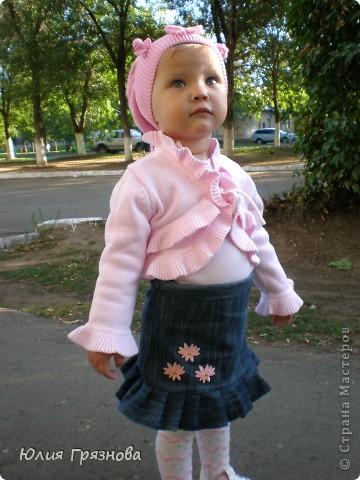 Вот такую юбку-американку попробовала я сшить дочери на 2 годика! Но шила не из фатина, а из капрона, получилось очень пышненько и красиво, один минус, капрон сильно сыпется, я замучилась обрабатывать края (тем более оверлога у меня нет) фото 10