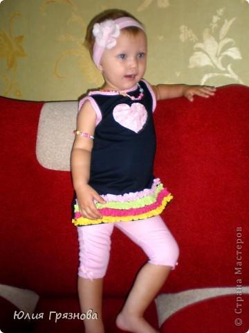 Вот такую юбку-американку попробовала я сшить дочери на 2 годика! Но шила не из фатина, а из капрона, получилось очень пышненько и красиво, один минус, капрон сильно сыпется, я замучилась обрабатывать края (тем более оверлога у меня нет) фото 11