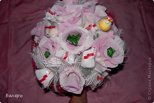 Всем приветик! пригласили на свадьбу друзья!  не хочу дарить банальный букет из цветов,у нас жара не выносимая,и цветы живые не успею подарить как завянут, вот голову пришла идея, сделать  сладкий букетик, шоколад тоже не лучший выход ,он вроде сильно не растаял )))) я думаю что невесте понравится моя идейка, сладкого подарка ))) .  фото 2