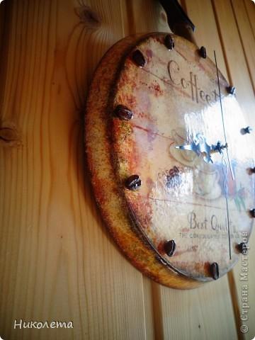 очень мне нравились часы на сковородке, которые делают наши мастера, вот получились такие кофейные часики и к ним деревце фото 13