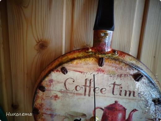 очень мне нравились часы на сковородке, которые делают наши мастера, вот получились такие кофейные часики и к ним деревце фото 10