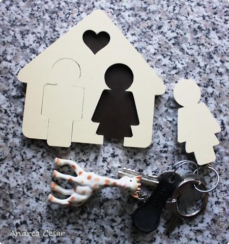 Милый соорудил сию весьма полезную вещицу, дабы не бросать ключи где попало))) Вот собственно, брелочки для ключей и домик для них))  фото 1
