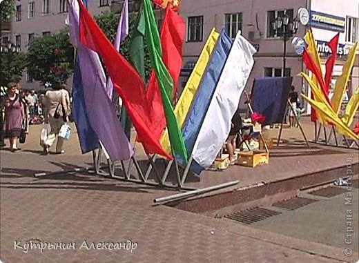 Радужные флаги на всех улицах Чебоксар. Праздник в Чувашии носит поистине вселенский характер. Всё вокруг дышит воздухом праздника. И везде летают праздничные флюиды. Чувствуете? фото 1
