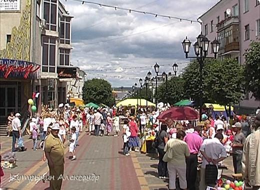 Радужные флаги на всех улицах Чебоксар. Праздник в Чувашии носит поистине вселенский характер. Всё вокруг дышит воздухом праздника. И везде летают праздничные флюиды. Чувствуете? фото 43
