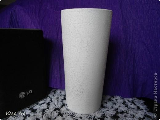 Взяла обычный стакан из набора(прозрачный) Нанесла на него краску белую чпокающими движениями  фото 1