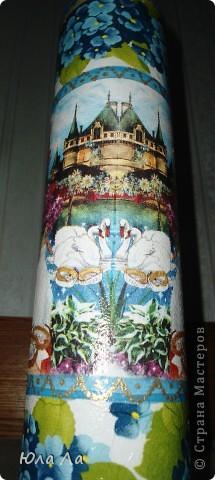 Взяла тубу из под разглаживающих щипцов,(такие тубы очень похожи на те,в которых иногда продают вино) Обработала,нанесла белую краску чпокающими движениями,нанесла заранее приготовленные салфетки,(верх и низ это один тип салфеток,а середина из другой салфетки) фото 2