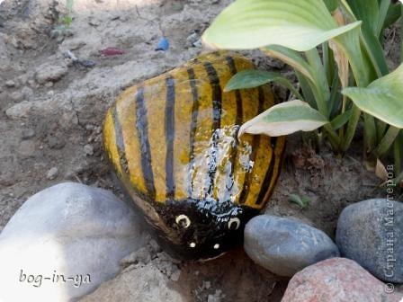 Кроме декупажа http://stranamasterov.ru/node/398848, попробовала камушки облагородить. Получились вот такие букашки  фото 3