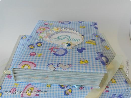 Здравствуйте!!Это опять я)))Сегодня с альбомчиком для новорождённого)Опробовала мягкую обложку(накосячила немного)))) Это коробка для альбома,купила в канцтоварах архивную коробку картонную и обтянула тканью... фото 3