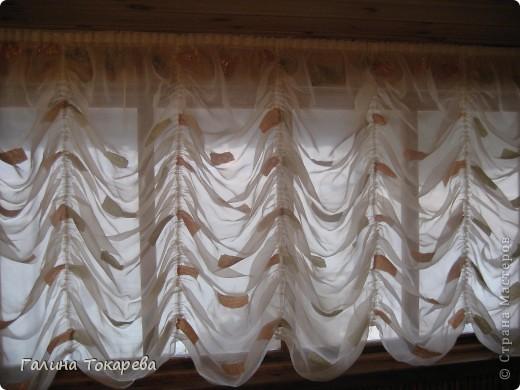 это штора в предбаннике.Очень удобно,её можно поднять и любоваться видом из окна! фото 2