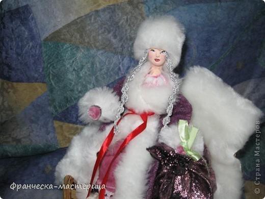 Расскажу я вам , дорогие мои - сказку новогоднюю, морозную, волшебную! Жила-была на свете бабулечка одна, да не простая бабулечка, госпожой Метелицей звалась, сугробы зимой наметала, реки льдом сковывала, холод в гости приглашала! фото 5