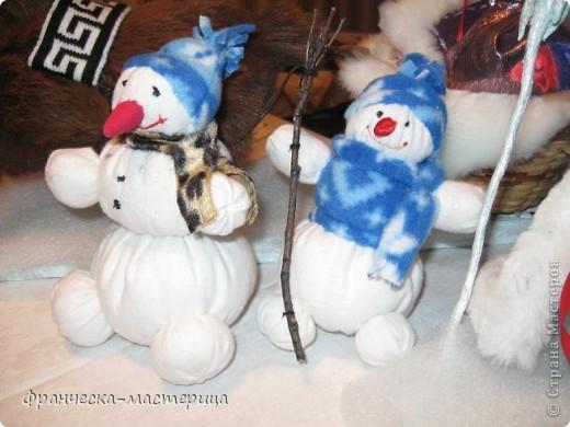 Расскажу я вам , дорогие мои - сказку новогоднюю, морозную, волшебную! Жила-была на свете бабулечка одна, да не простая бабулечка, госпожой Метелицей звалась, сугробы зимой наметала, реки льдом сковывала, холод в гости приглашала! фото 7