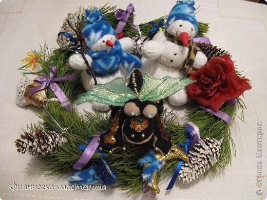 Расскажу я вам , дорогие мои - сказку новогоднюю, морозную, волшебную! Жила-была на свете бабулечка одна, да не простая бабулечка, госпожой Метелицей звалась, сугробы зимой наметала, реки льдом сковывала, холод в гости приглашала! фото 11