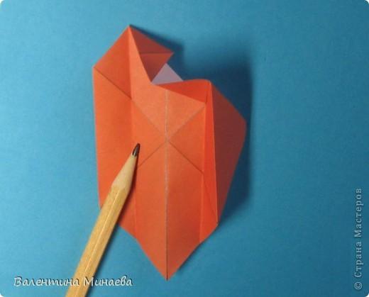 Копилка (Money-box) автор: Валентина Минаева (Valentina Minayeva) размер бумаги 7,0 х 7,0 см модули несимметричные, 60 штук итог - 12,5 см без клея (хотя в тройках модулей можно бы и подклеить для прочности), но у меня пока держится и так Еще есть видеосборка: http://www.youtube.com/watch?v=KnGOdoEh__4&feature=youtu.be  фото 11