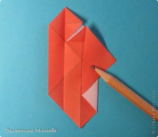 Копилка (Money-box) автор: Валентина Минаева (Valentina Minayeva) размер бумаги 7,0 х 7,0 см модули несимметричные, 60 штук итог - 12,5 см без клея (хотя в тройках модулей можно бы и подклеить для прочности), но у меня пока держится и так Еще есть видеосборка: http://www.youtube.com/watch?v=KnGOdoEh__4&feature=youtu.be  фото 12