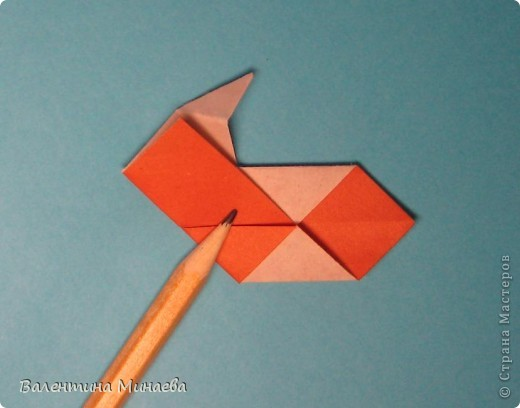 Копилка (Money-box) автор: Валентина Минаева (Valentina Minayeva) размер бумаги 7,0 х 7,0 см модули несимметричные, 60 штук итог - 12,5 см без клея (хотя в тройках модулей можно бы и подклеить для прочности), но у меня пока держится и так Еще есть видеосборка: http://www.youtube.com/watch?v=KnGOdoEh__4&feature=youtu.be  фото 18