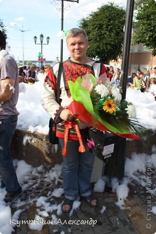 Радужные флаги на всех улицах Чебоксар. Праздник в Чувашии носит поистине вселенский характер. Всё вокруг дышит воздухом праздника. И везде летают праздничные флюиды. Чувствуете? фото 51