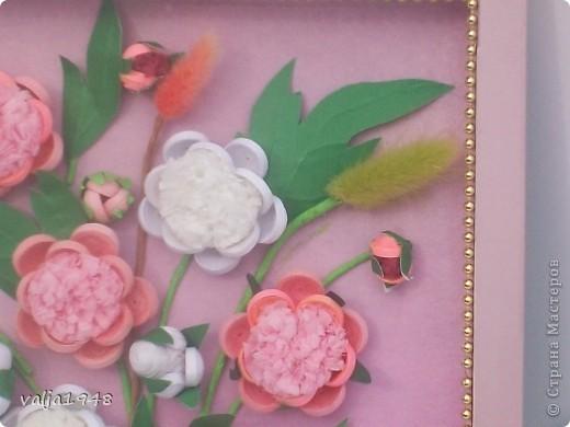 Здравствуйте дорогие жители Страны Мастеров!!!  Преставляю вам  пионы,  которые сделала по МК  Ольги  Ольшак!   Оля,  большое спасибо! Я долго к ним присматривалась  и  наконец  решилась! Для  рамочки опять использовала  коробочку  из под  конфет, а фон  обёрточный  материал для цветов, купленный  в салоне для цветов! Вот такие  пионы  у меня получились! Приятного  просмотра! фото 3