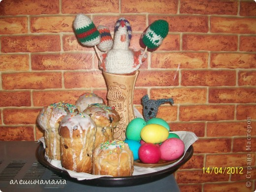 Перед пасхой на меня чтото нашло, и я за пару вечеров навязала яиц, кролика, и курочку. фото 2
