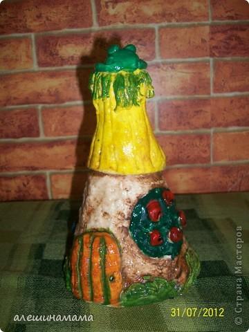 Ну, и одно из последних моих творений, домики из бутылок, это полностью под впечатлением от Ваших работ - Мастерицы!!!!! Первое мое творение - замок. Сидит девица в сырой темнице.. фото 4
