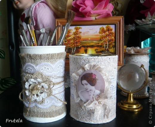 Задекорировала очередные баночки из под кофе))Материалы совсем обычные,которые есть в каждом доме) мастер класс по декорированию таких баночек есть у меня тут http://www.liveinternet.ru/users/4267534/post205505507