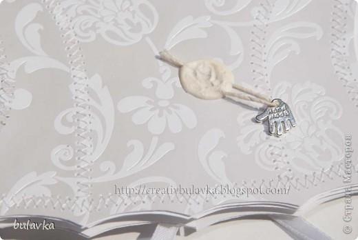всем привет) сегодня я вот с такой открыткой))) это пара моей открытки для мужчины http://stranamasterov.ru/node/394774  окошко закрыто пленкой по совету Альбиночки, за что ей огромное спасибо) сделала фото на контрастном фоне фото 11