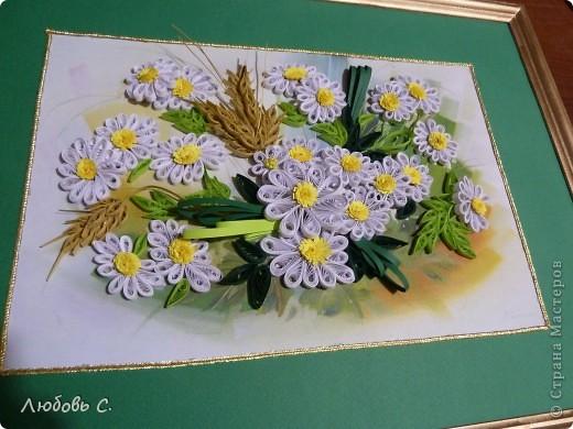 Работа формата А3, делалась в подарок родственнице. Фоном служит готовая картина с ромашками. фото 2