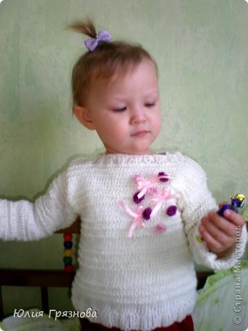 Всем доброго времени суток!!!! Вот хочу выложить фотографии того, что успела навязать своей малышке за эти чудесных 3 года!!! Эту полосатую кофточку вязала, когда дочери было 8 месяцев! Она тоненькая и мягкая получилась!!! фото 14