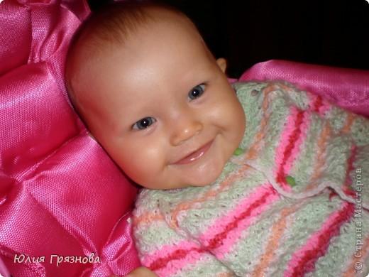 Всем доброго времени суток!!!! Вот хочу выложить фотографии того, что успела навязать своей малышке за эти чудесных 3 года!!! Эту полосатую кофточку вязала, когда дочери было 8 месяцев! Она тоненькая и мягкая получилась!!! фото 1