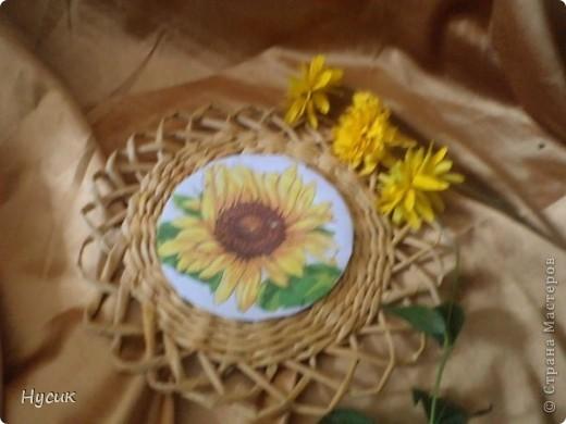 А у меня радость - нашла салфетки с подсолнушками. Так люблю их, что от радости сплела наборчик. Не ругайте сильно по поводу декупажа, я только учусь фото 4