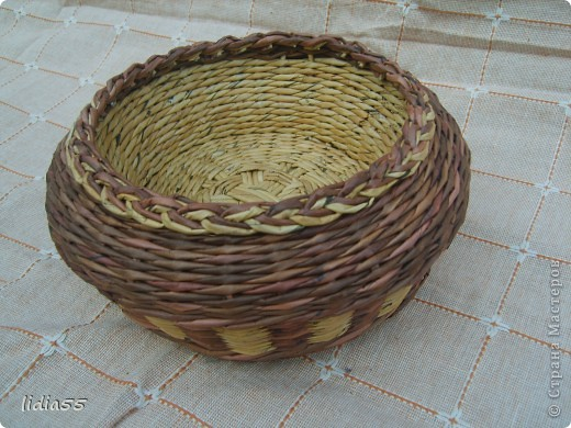 Мастер-класс Поделка изделие Плетение двойное дно Бумага Бумага газетная Трубочки бумажные фото 15