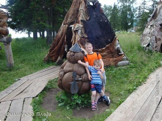 Здравствуйте все, кто решил познакомится с моим блогом. Решила рассказать о нашей первой семейной поезке, на которую настраивались мы чуть ли не 2 года. Ехать далеко было страшно, поэтому решили посмотреть Урал-благо он рядом. Посмотреть чудо-парк на озере Зюраткуль надоумила нас моя мама. Бонусом мы решили посетить аквапарк в г. Магнитогорске. фото 16