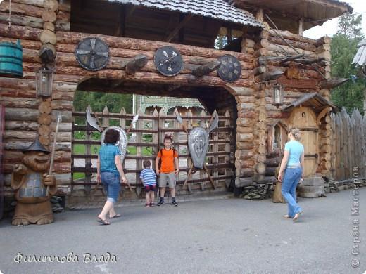 Здравствуйте все, кто решил познакомится с моим блогом. Решила рассказать о нашей первой семейной поезке, на которую настраивались мы чуть ли не 2 года. Ехать далеко было страшно, поэтому решили посмотреть Урал-благо он рядом. Посмотреть чудо-парк на озере Зюраткуль надоумила нас моя мама. Бонусом мы решили посетить аквапарк в г. Магнитогорске. фото 23