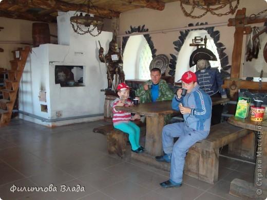 Здравствуйте все, кто решил познакомится с моим блогом. Решила рассказать о нашей первой семейной поезке, на которую настраивались мы чуть ли не 2 года. Ехать далеко было страшно, поэтому решили посмотреть Урал-благо он рядом. Посмотреть чудо-парк на озере Зюраткуль надоумила нас моя мама. Бонусом мы решили посетить аквапарк в г. Магнитогорске. фото 39