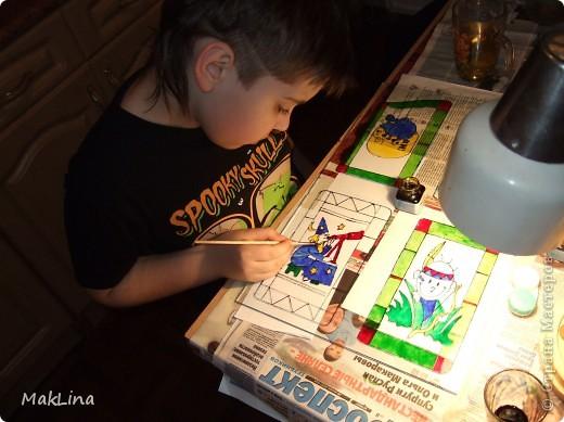Это наши с сынулей поделки, решила вам показать. Даньке очень понравилось на стекле рисовать. Одну вазочку мы даже учительнице подарили, ей понравилось. фото 11